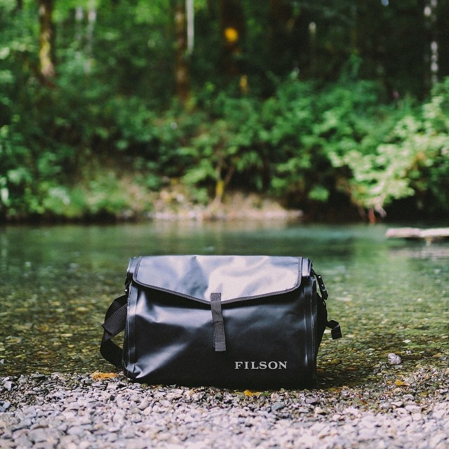 Filson Dry Messenger 70157 Black, Dry Messenger Bag for keeping things dry on to go