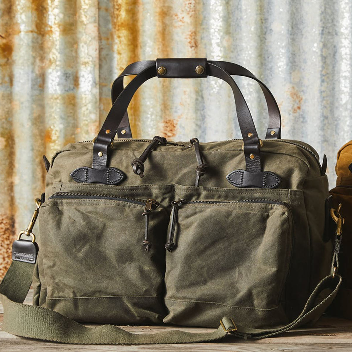 Filson 48-Hour Duffle 11070328 Otter Green, a well built and robust duffle with great pockets for a long weekend