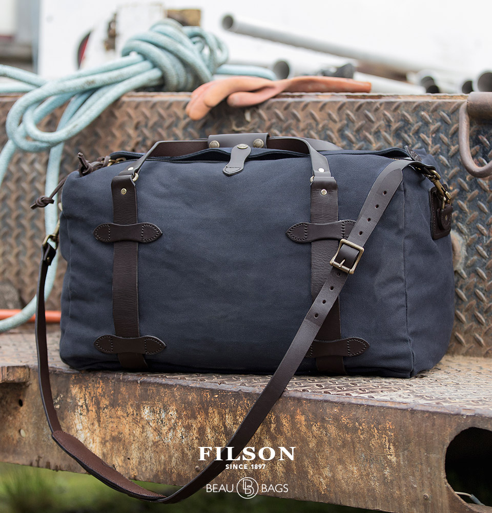 Filson Duffle Medium Navy, perfect for a weekend away or a small business-trip