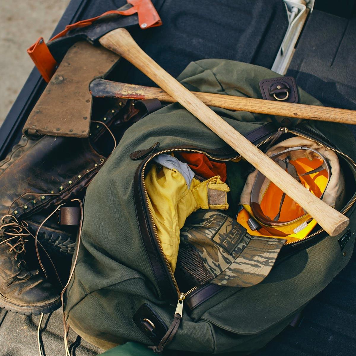 Filson Duffle Medium Otter Green, travelbag made for heavy-duty trips