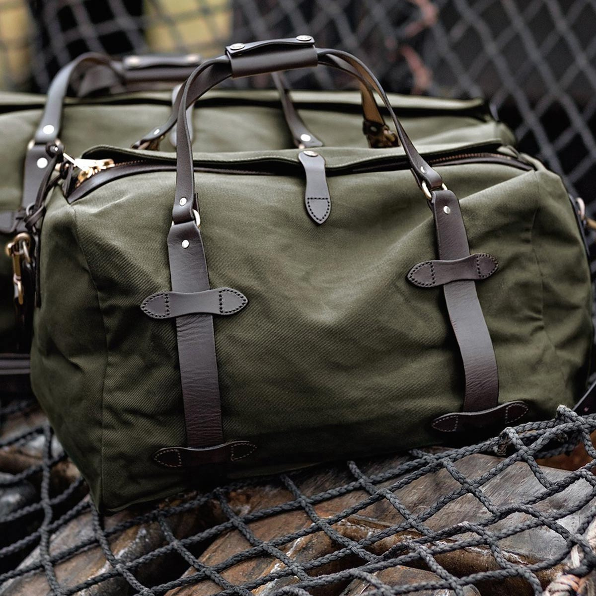 Filson Duffle Medium Otter Green, perfect for a weekend away or a small business-trip
