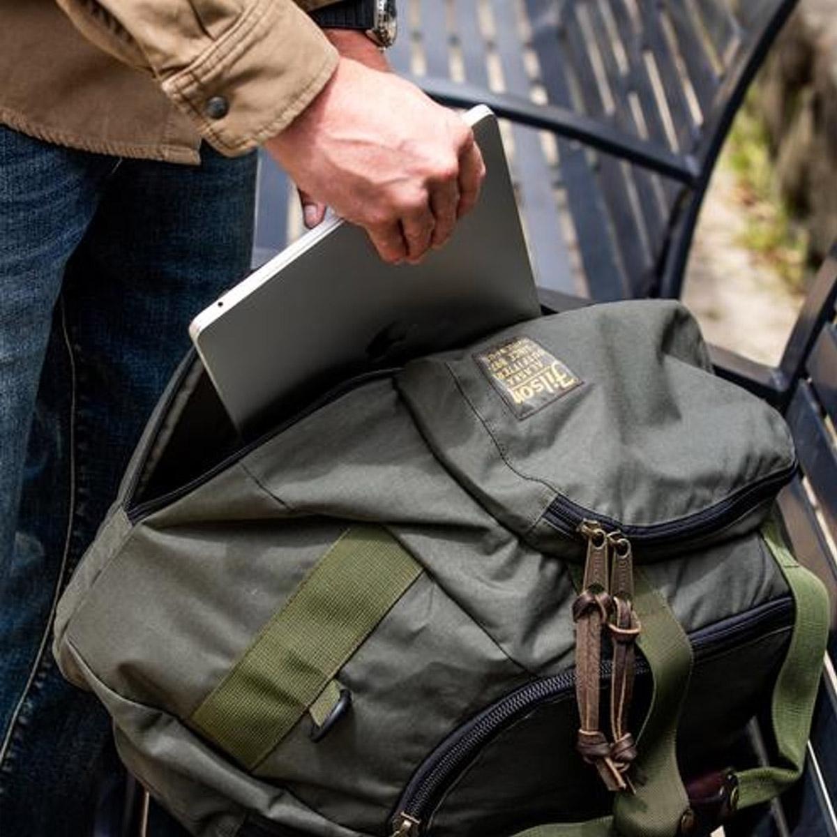 Filson Duffle Pack 20019935, versatile, strong and lightweight travel-companion