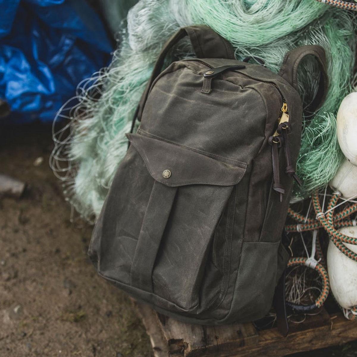 Filson Journeyman Backpack 11070307 Otter Green, lifestyle