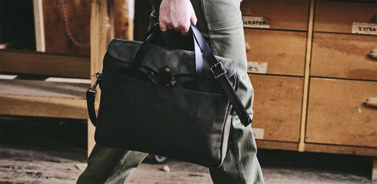 Filson Original Briefcase 11070256 Otter Green, a style icon among men bags