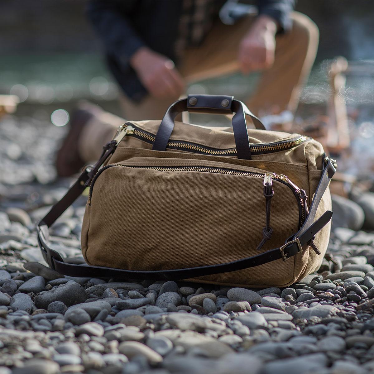 Filson Sportsman Utility Bag Tan, versatile Sportsman Bag for travel in style