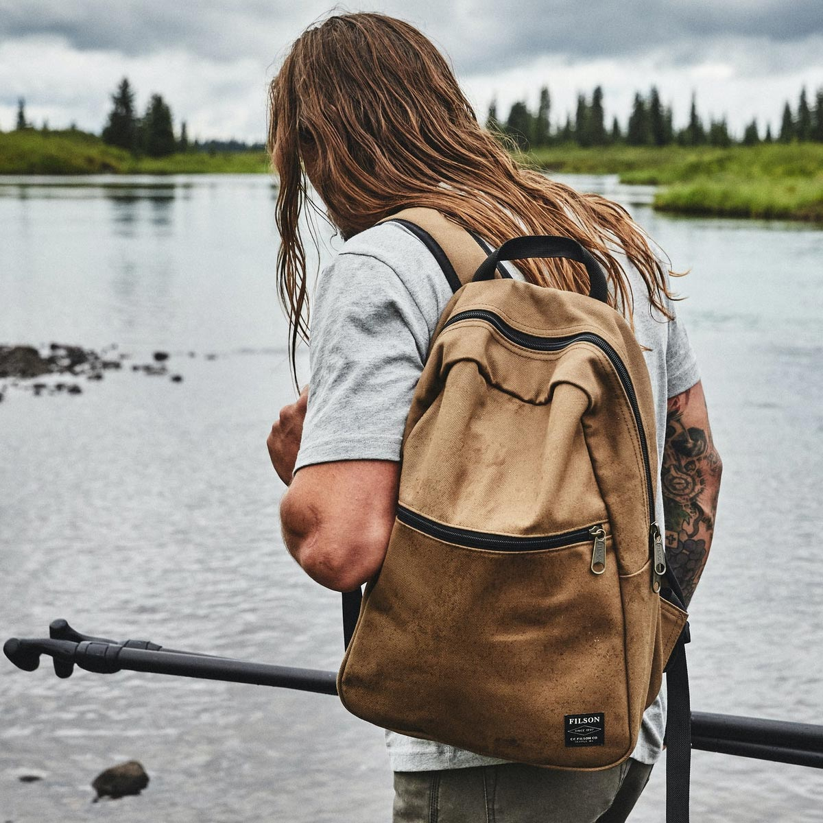 Filson Bandera Backpack 20092142-Sepias, is made with industrial-strength Rugged Twill for years of reliability