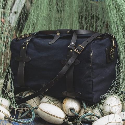 Filson Duffle Small Navy, travelbag made for heavy-duty trips