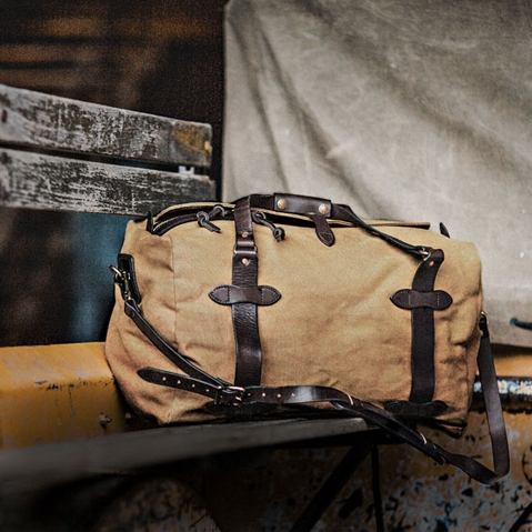 Filson Duffle Small Tan, travelbag made for heavy-duty trips