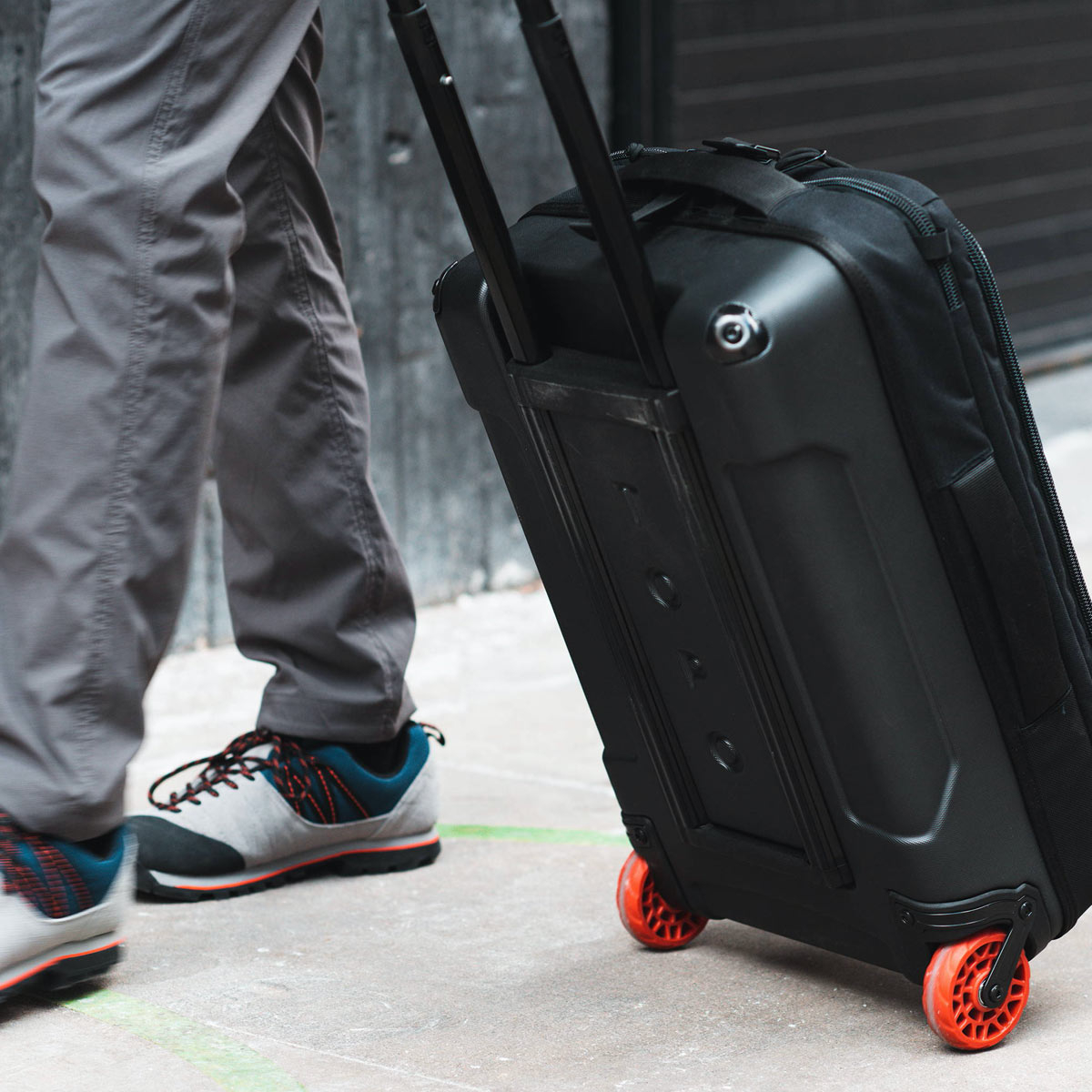 Topo Designs Travel Bag Roller Olive, plenty of internal organization into its carry-on friendly size