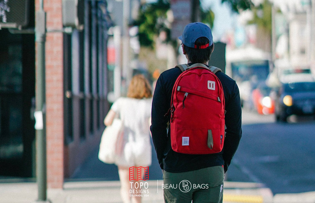 """Topo Designs Daypack Red, classic backpack in 1000d Cordura with 15"""" laptopsleeve"""
